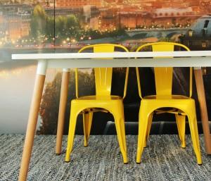 Silla industrial vintage amarilla-Iconscorner
