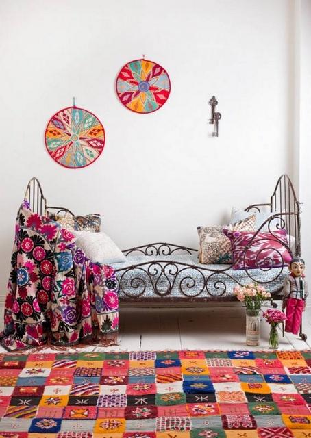 Decoraci n hippy chic cojines y alfombras a os 70 for Decoracion hogar hippie