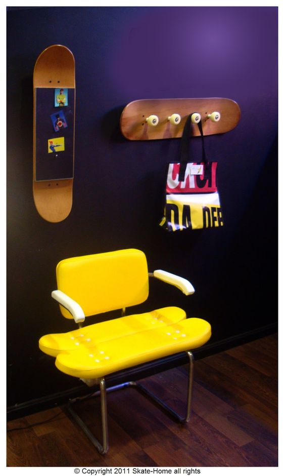 colgar skate pared, decoracion con tablas de skate