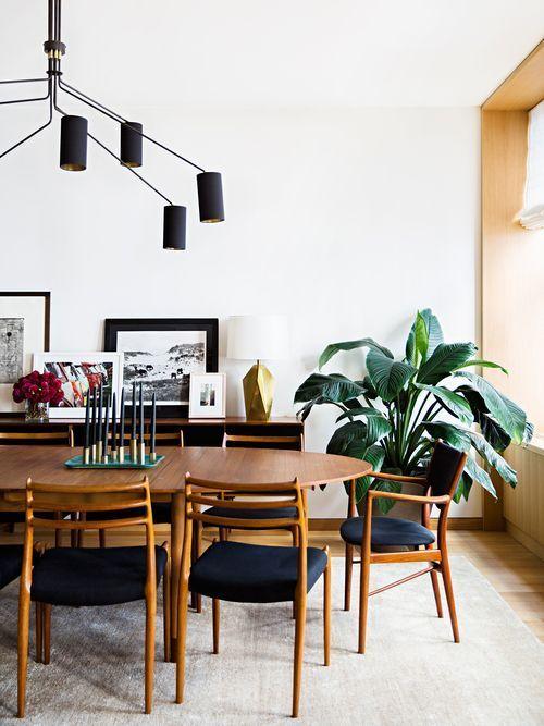 salón con lámpara de diseño Mid Century