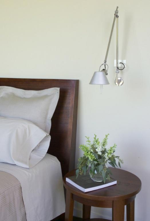 Aplique de pared Tolomeo en cabecero de dormitorio
