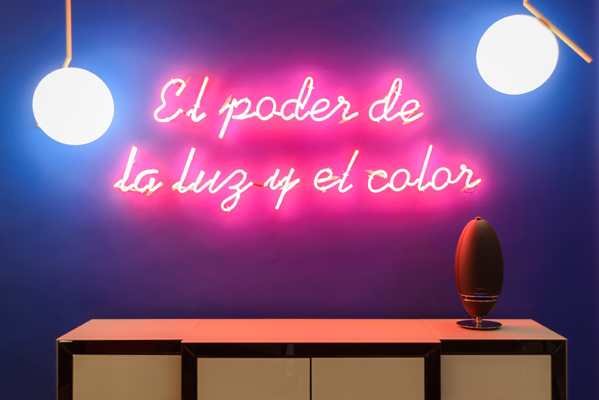 El poder de la iluminación y del color en la decoración de interiores