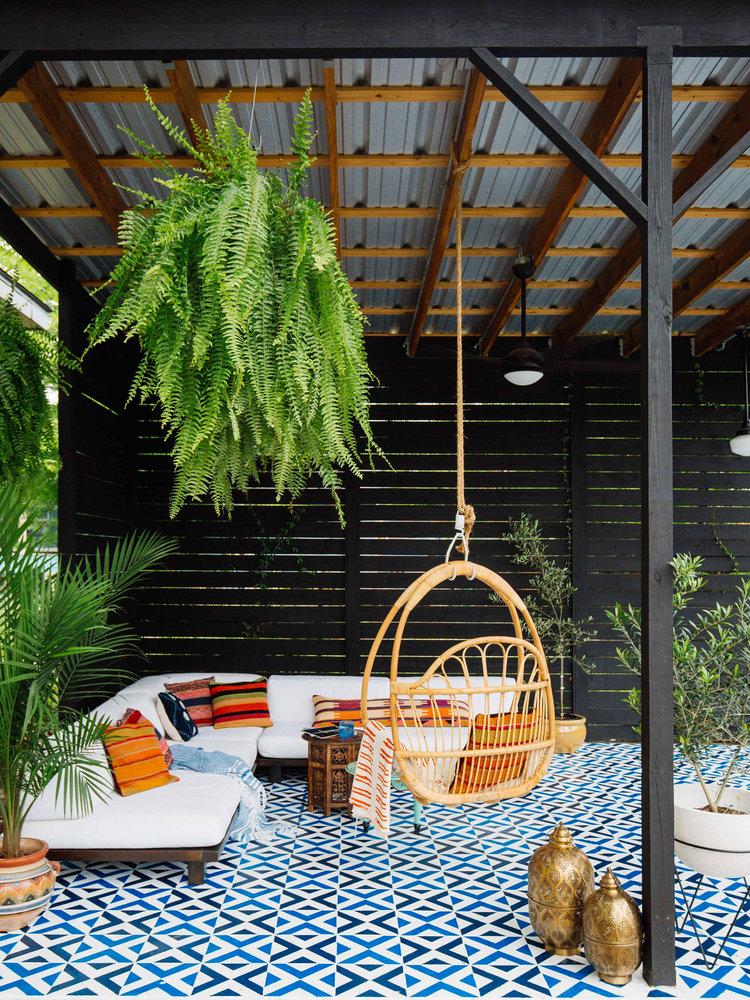 proyecto para decorar tu patio con muebles y cojines