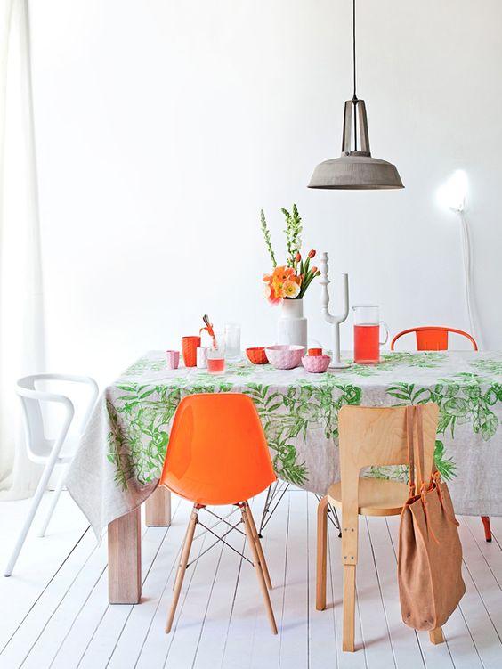 sillas de comedor de diseño composiciòn colorista