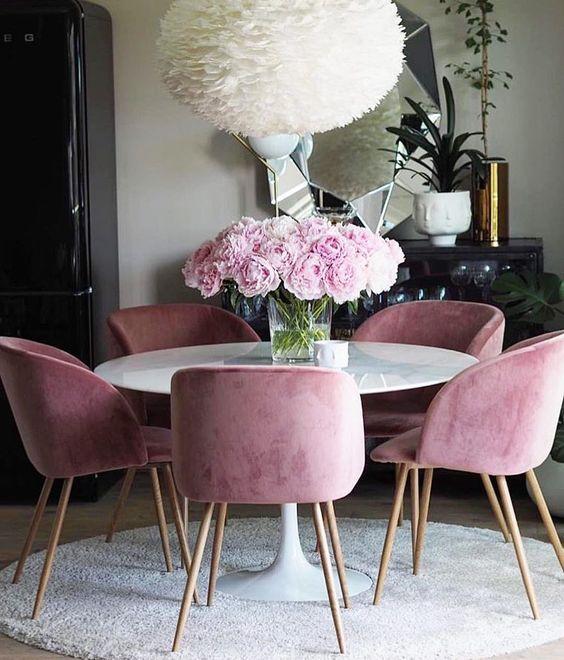 sillas de terciopelo rosas