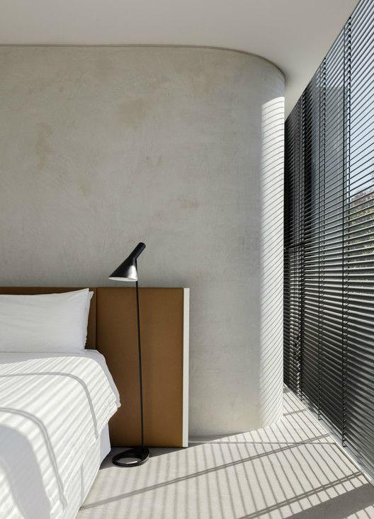 Lámpara de pie negra Arne Jacobsen AJ