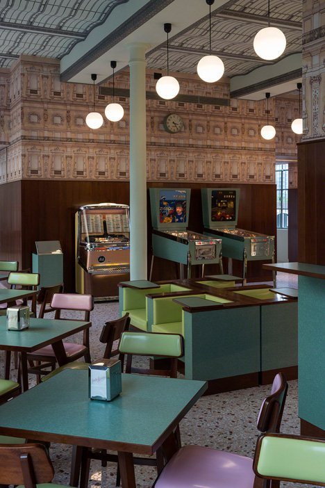 interiores con estilo - Bar Luce Milán espacio cafetería