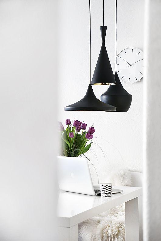 Ambiente con lámparas de techo negras Tom Dixon