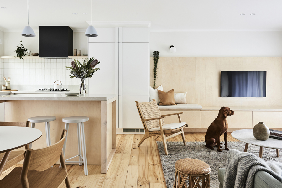 portada de apartamento contemporáneo con sillón nórdico de madera CH25