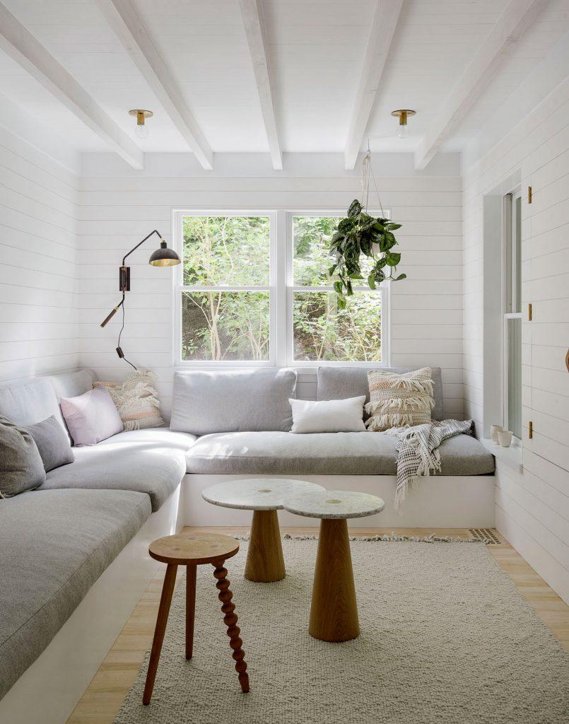 Casa de campo con decoración en colores claros